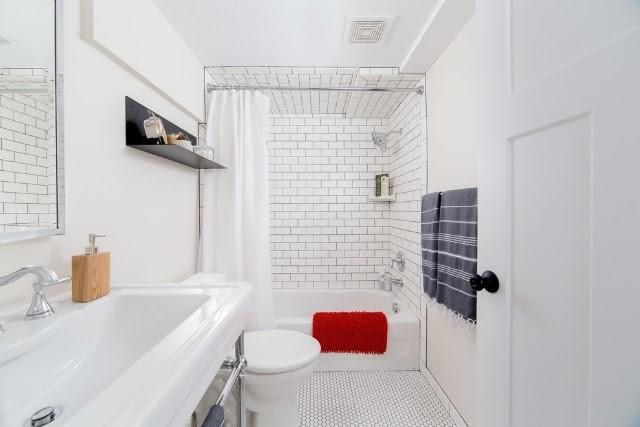 Nhà vệ sinh vừa có thể lắp đặt phòng tắm nhỏ bằng kính cường lực