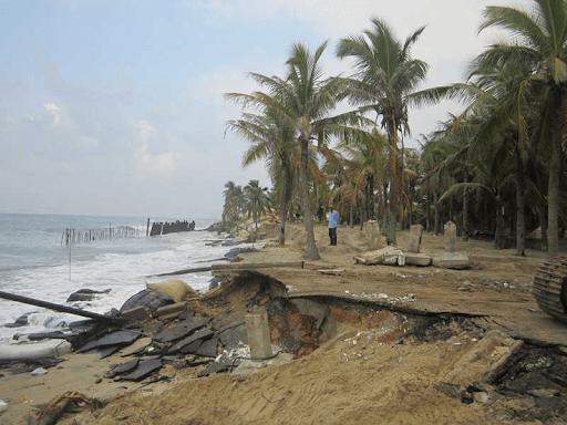 BĐKH gây ra bão, lũ lụt ảnh hưởng nghiêm trọng đến nền kinh tế