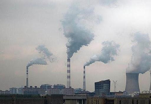 Tình trạng khí thải từ các xí nghiệp ngày càng gia tăng